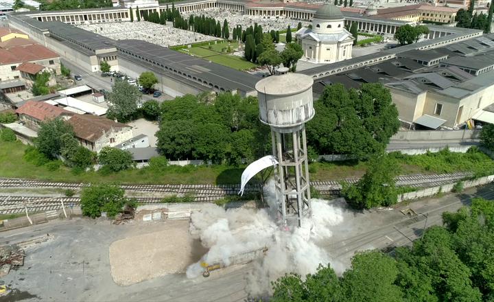 Abbattimento della torre piezometrica acciaierie di Verona - Demolición y Recuperación