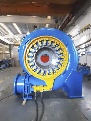 One of the turbines built in the workshop of Artogne for the Gandellino plant..JPG