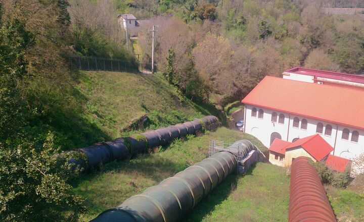 2017.10.10-Alessandro-Volta-Hydropower-plant.jpg - Tuberías forzadas